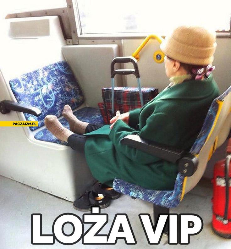 Loża VIP babcia w autobusie