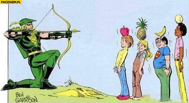 Łucznik strzela z łuku owoce na głowie czarne dziecko oberwie