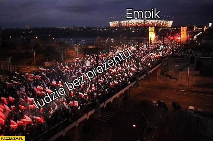 Ludzie bez prezentu przed świętami empik zakupy na ostatnią chwilę Marsz Niepodległości
