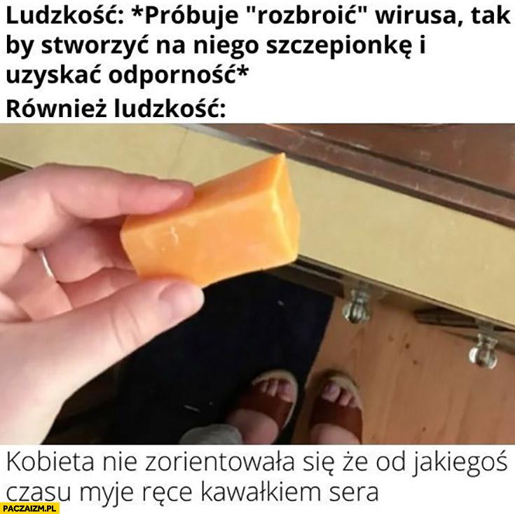 Ludzkość próbuje pokonać wirusa również ludzkość kobieta nie zorientowała się, że od jakiegoś czasu myje ręce kawałkiem sera