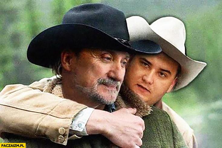 Macierewicz Misiewicz przytulają się kowboje jak z filmu Tajemnica Brokeback Mountain