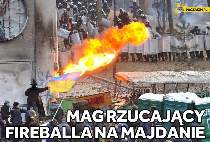 Mag rzucający fireballa na Majdanie