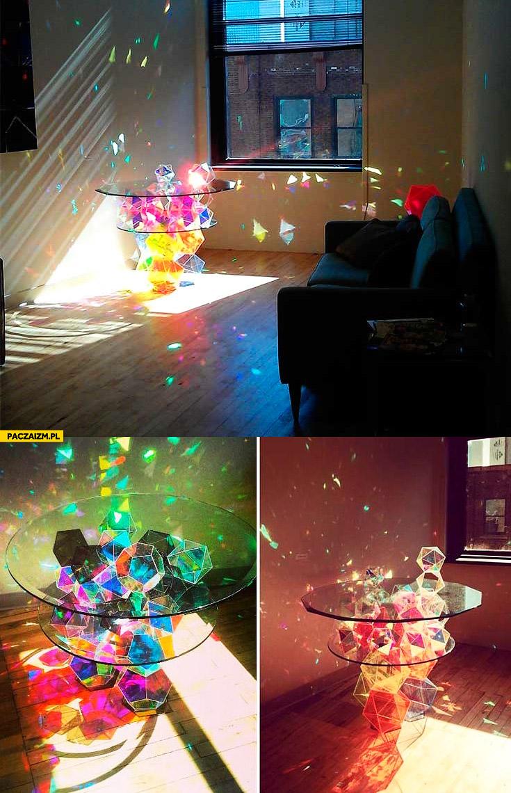 Magiczny szklany stolik