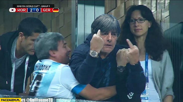 Maradona Joachim Loew pokazuje środkowy palec na meczu z Korea przeróbka