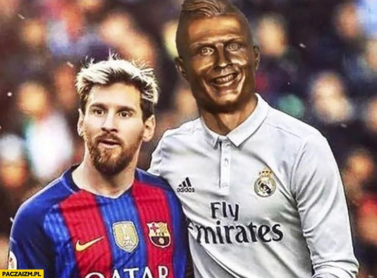 Messi z Cristiano Ronaldo źle wyrzeźbiona twarz fail