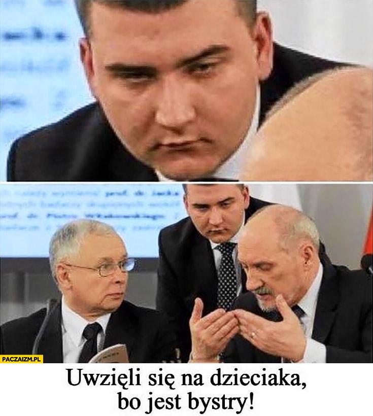Misiewicz uwzięli się na dzieciaka bo jest bystry Macierewicz Kaczyński