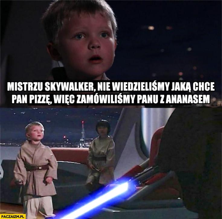 Mistrzu Skywalker nie wiedzieliśmy jaką chce Pan pizzę wiec zamówiliśmy Panu z ananasem, wyciąga miecz świetlny Star Wars Gwiezdne Wojny