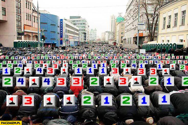 Modlący się muzułmanie gra saper flagi bomby cyferki islam