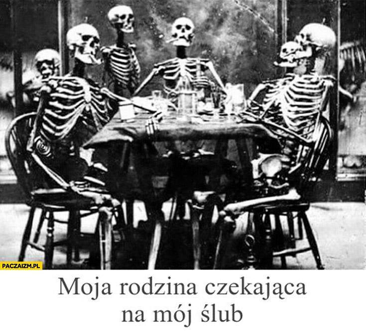 Moja rodzina czekająca na mój ślub szkielety kościotrupy