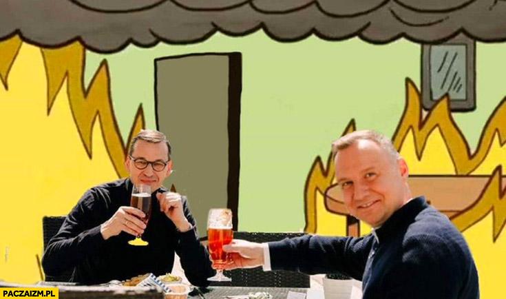 Morawiecki Duda piją piwo kiedy cała Polska jest w płomieniach