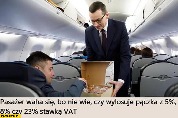 Morawiecki pasażer waha się bo nie wie czy wylosuje pączka z 5%, 8% czy 23% procent stawką VAT