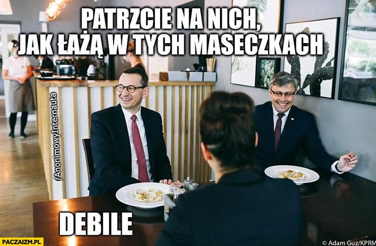Morawiecki patrzcie na nich jak łażą w maseczkach debile