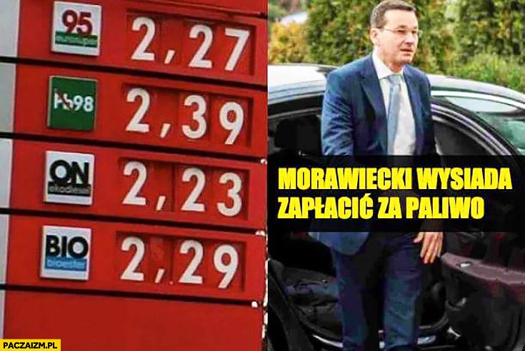 Morawiecki wysiada zapłacić za paliwo obniżone ceny