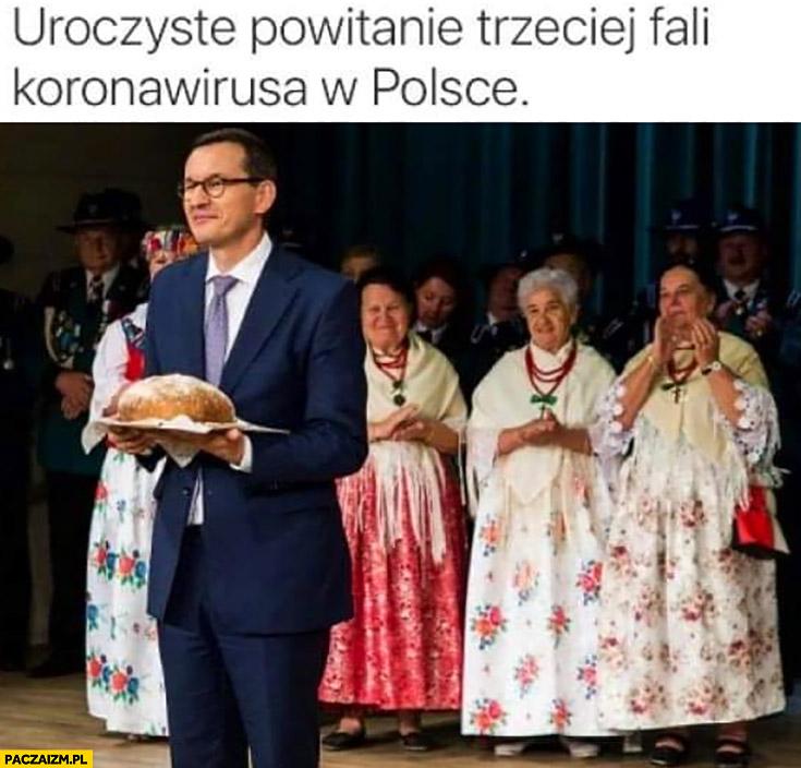Morawiecki z chlebem uroczyste powitanie trzeciej fali koronawirusa w Polsce