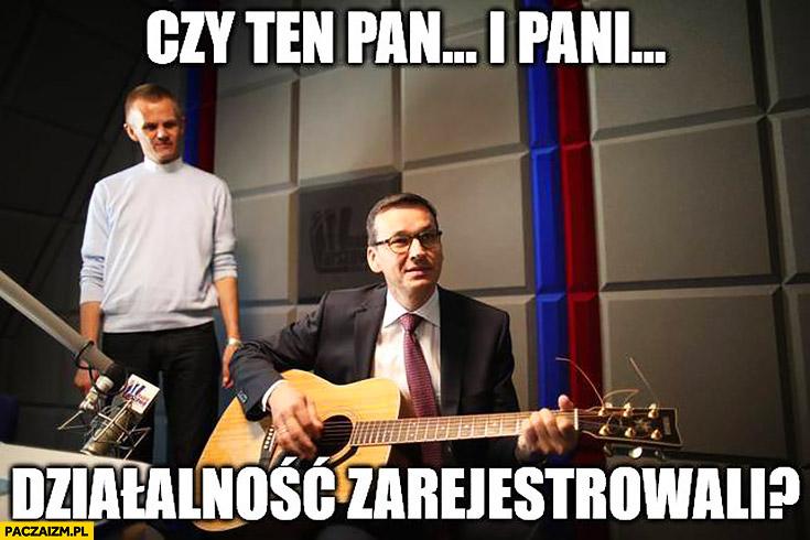 Morawiecki z gitarą czy ten pan i pani działalność zarejestrowali? Sings śpiewa