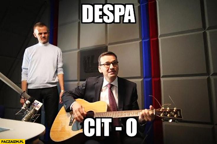 Morawiecki z gitarą despa CIT o despacito śpiewa sings