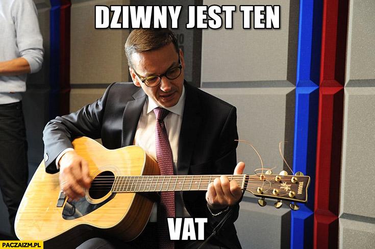 Morawiecki z gitarą dziwny jest ten VAT śpiewa sings