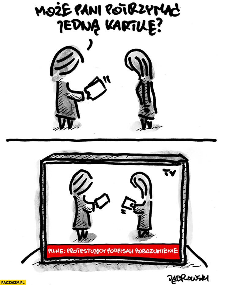 Może pani potrzymać jedną kartkę? Pilne: protestujący podpisali porozumienie Dąbrowski