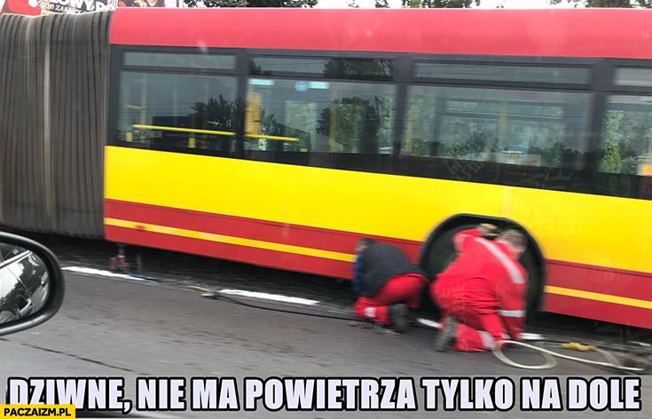 MPK Wrocław dziwne, nie ma powietrza tylko na dole. Autobus złapał gumę kapcia