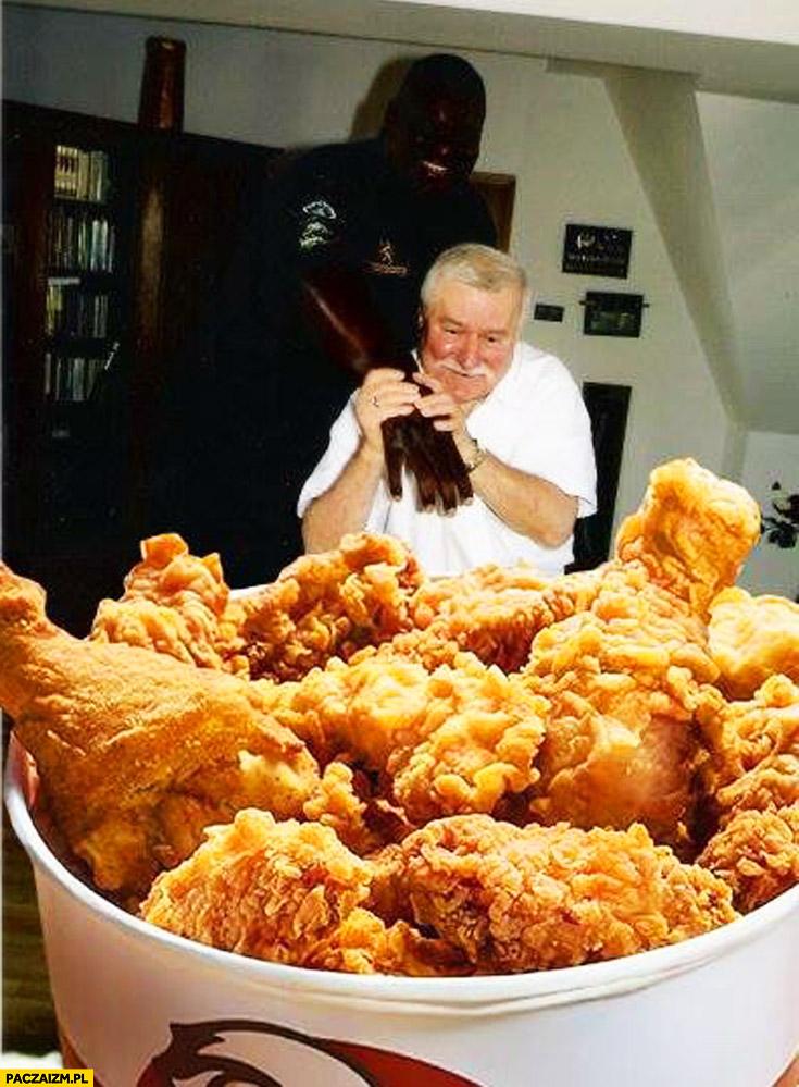 Murzyn Lech Wałęsa kubełek KFC skrzydełka