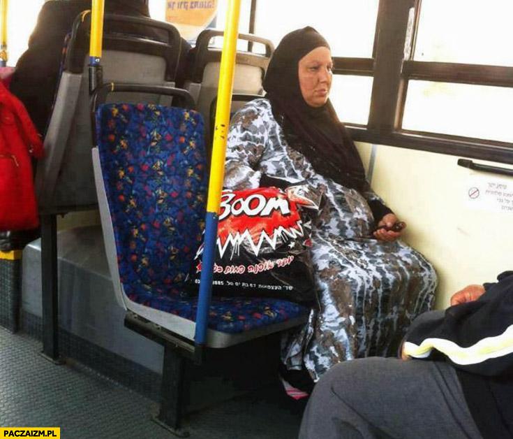 Muzułmanka w autobusie torba reklamówka boom