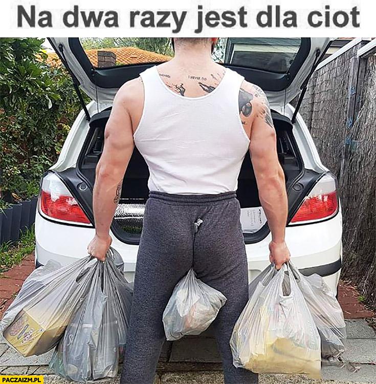 Na dwa razy jest dla ciot noszenie zakupów toreb z samochodu