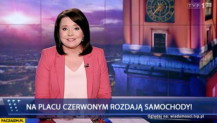 Na placu czerwonym rozdają samochody pasek Wiadomości TVP Holecka