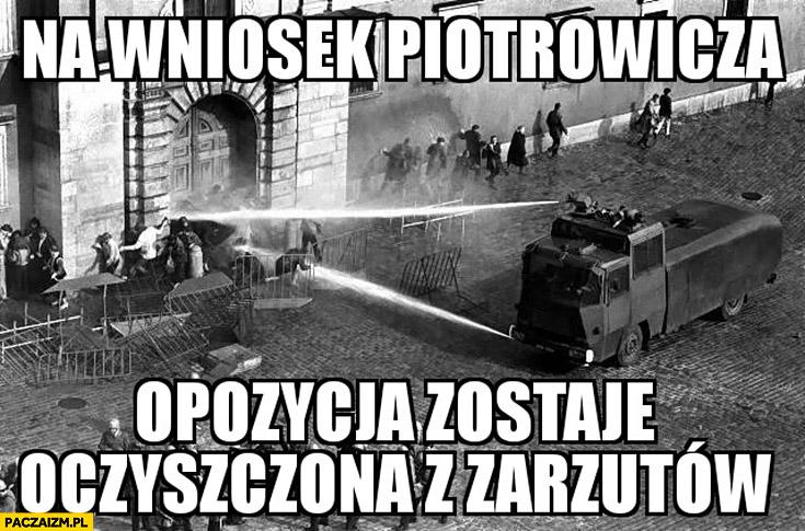 Na wniosek Piotrowicza opozycja zostaje oczyszczona z zarzutów armatka wodna milicja