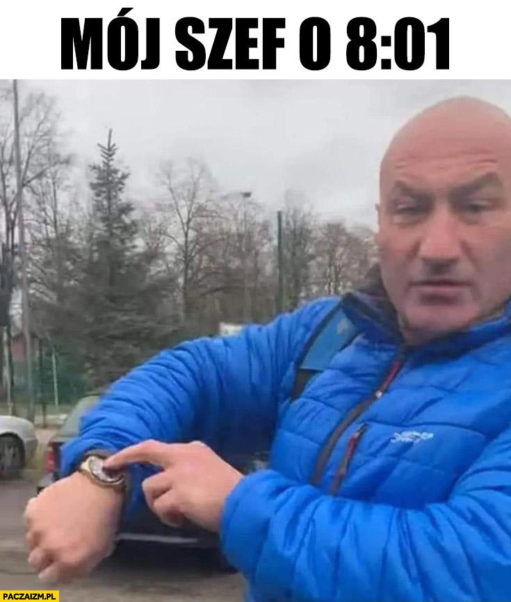 Najman mój szef o 8:01 pokazuje na zegarek