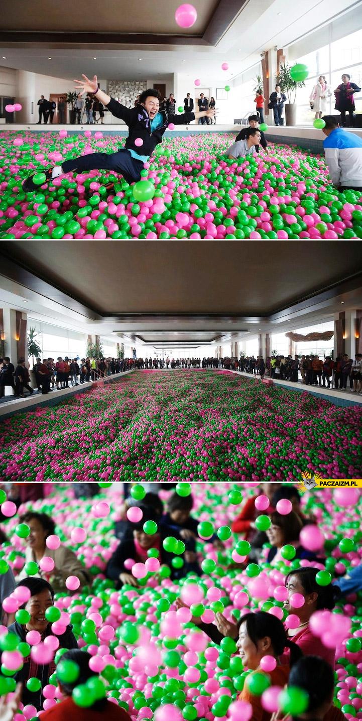 Największy na świecie basen z piłeczkami