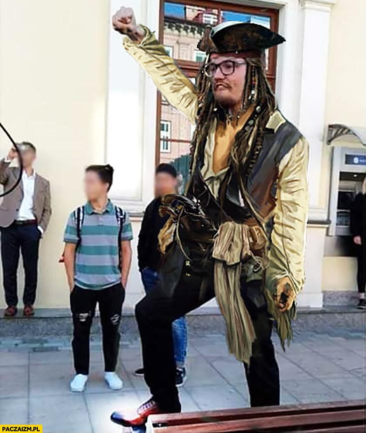 Narodowiec przerobiony na pirata Piraci z Karaibów Johnny Depp