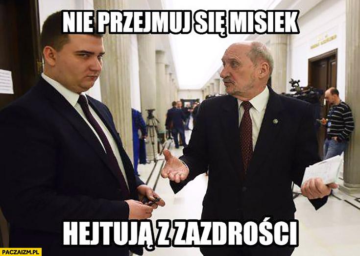 Nie przejmuj się Misiek hejtują z zazdrości Misiewicz Macierewicz