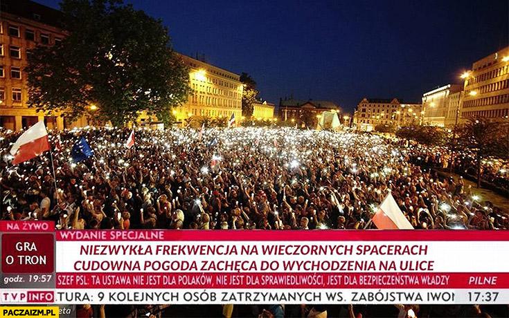 Niezwykła frekwencja na wieczornych spacerach, cudowna pogoda zachęca do wychodzenia na ulice. TVP relacjonuje protest manifestacje