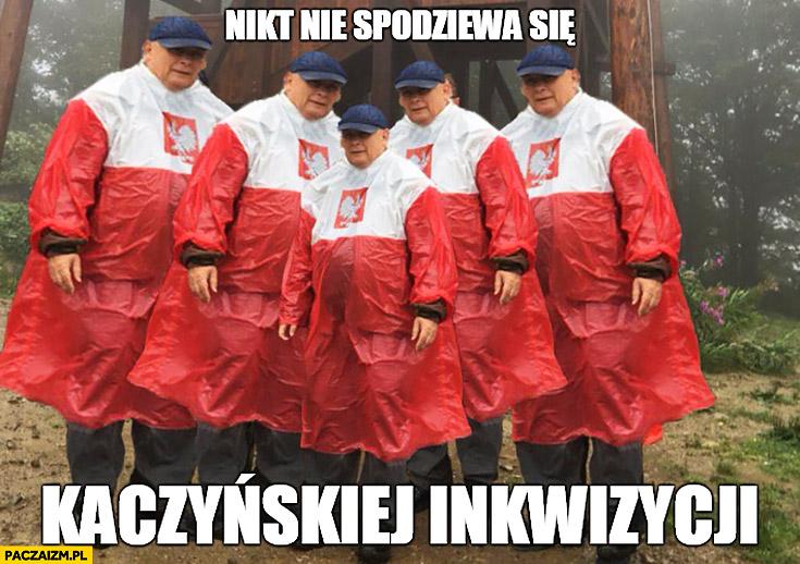 Nikt nie spodziewa się Kaczyńskiej inkwizycji Kaczyński płaszcz kurtka peleryna przeciwdeszczowa flaga polski przeróbka