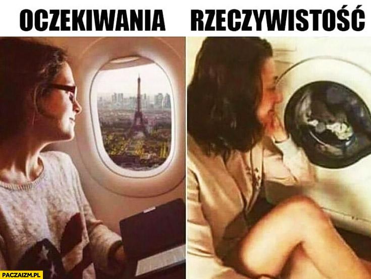Oczekiwania: wieża Eiffla przez okno samolotu, rzeczywistość: ubrania przez okno drzwiczki pralki