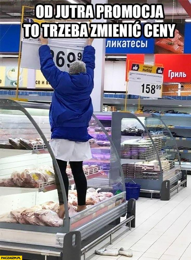 Od jutra promocja trzeba zmienić ceny kobieta depcze butami jedzenie w markecie hipermarket