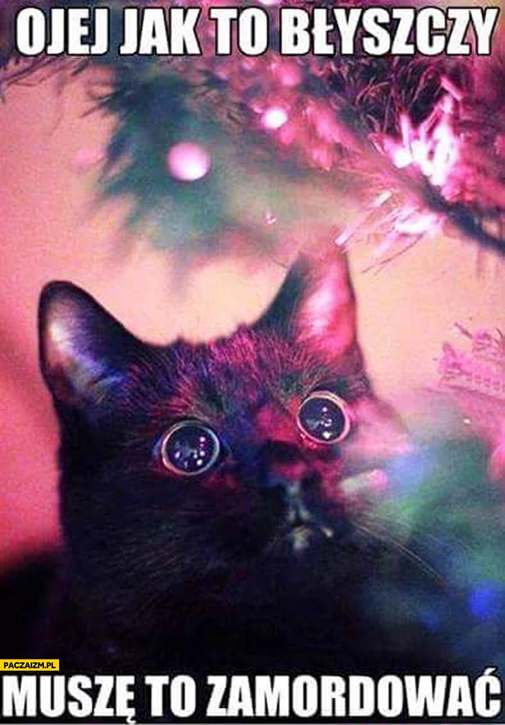 Ojej jak to błyszczy muszę to zamordować kot choinka lampki bombki