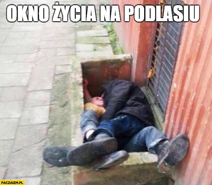 Okno życia na Podlasiu śpiący żule menele
