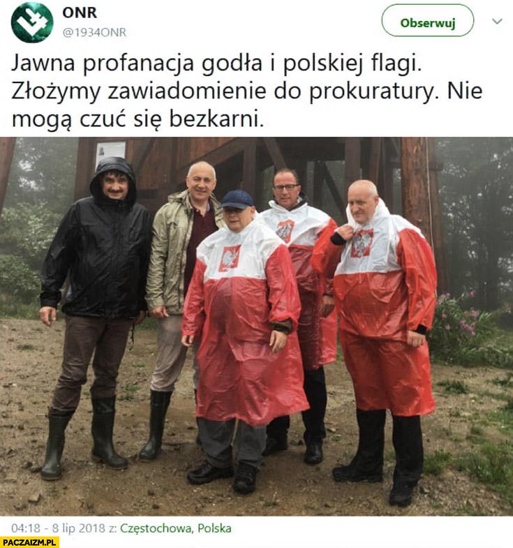 ONR na twitterze: jawna profanacja godła i polskiej flagi, złożymy zawiadomienie do prokuratury, nie mogą czuć się bezkarni. Kaczyński w pelerynie przeciwdeszczowej przeróbka