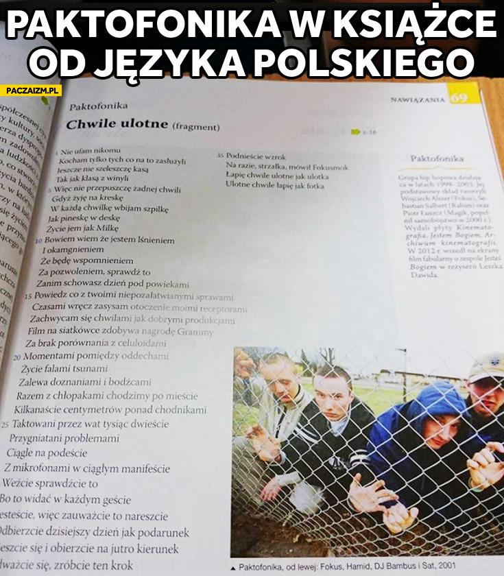 Paktofonika Chwile ulotne tekst w książce od języka