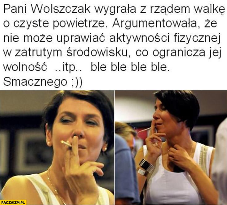 Pani Grażyna Wolszczak wygrała z rządem walkę o czyste powietrze bo nie może uprawiać aktywności w zatrutym środowisku na zdjęciu pali papierosa