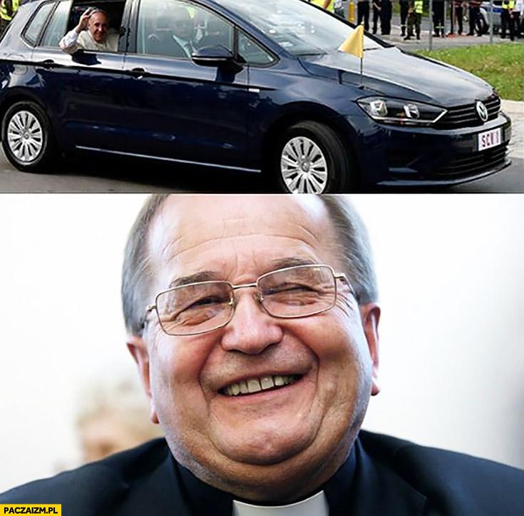 Papież Franciszek w Golfie Rydzyk się śmieje