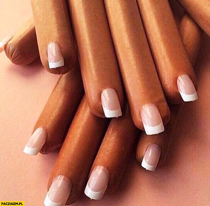 Parówki z paznokciami tipsy