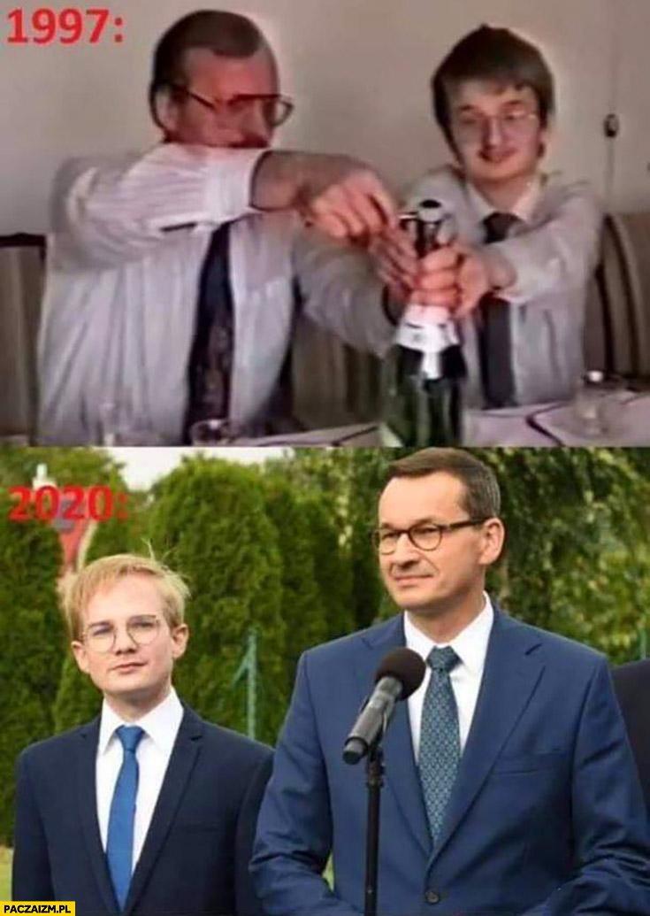 Patkowski Morawiecki 1997 ojciec i syn otwierają szampana 2020 na konferencji porównanie