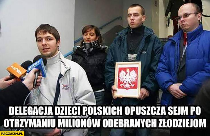 Patryk Jaki delegacja dzieci polskich opuszcza sejm po otrzymaniu milionów odebranych złodziejom PiS