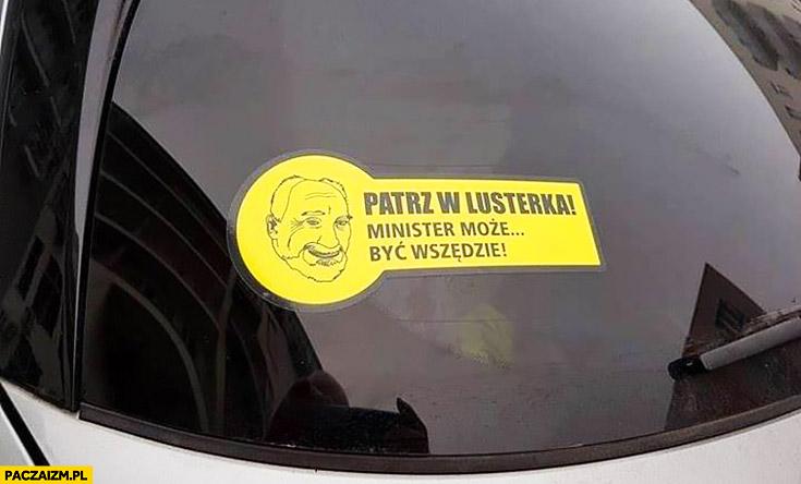 Patrz w lusterka Macierewicz może być wszędzie naklejka na samochodzie