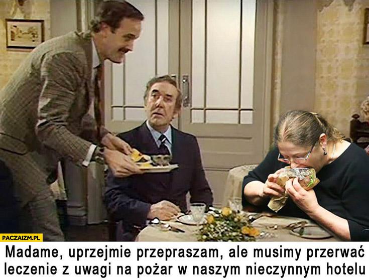 Pawłowicz madame uprzejmie przepraszam ale musimy przerwać leczenie z uwagi na pożar w naszym nieczynnym hotelu Monty Python