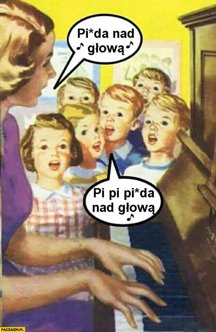 Picza nad głową dzieci w szkole śpiewają Popka