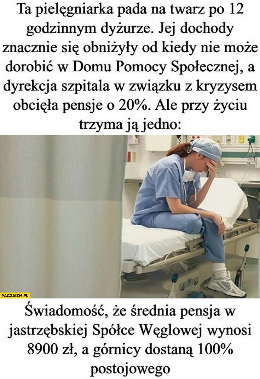 Pielęgniarka po dyżurze ma obciętą pensję, ale przy życiu trzyma ją świadomość, że średnia pensja w JSW wynosi 8900 a górnicy dostana 100% procent postojowego