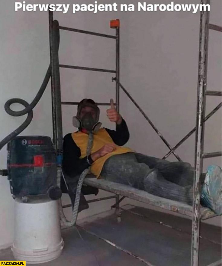 Pierwszy pacjent na narodowym maska gazowa respirator